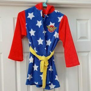 Girl's Wonder woman fleece robe, size 6, EUC